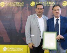José Basilio Pérez asiste a la entrega del certificado de Identificación Geográfica Protegida a Europlátano