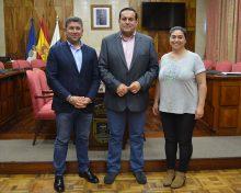 Cabildo, Ayuntamiento y Gobierno de Canarias se comprometen con la instalación de una grúa para embarcaciones pesqueras en Fuencaliente