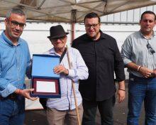 Santa Cruz de La Palma rinde homenaje al decano de los maestros zurroneros de Canarias
