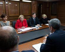 Fernando Clavijo entrega a la comisaria Cretu las reivindicaciones del sector primario de las Islas respecto al futuro presupuesto agrario de la UE