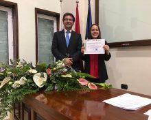 El Cabildo felicita a la alumna del IES Villa de Mazo ganadora del 'Premio CSIC-Canarias 2019' de divulgación científica